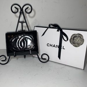CHANEL Authentic Vintage Compact Wallet